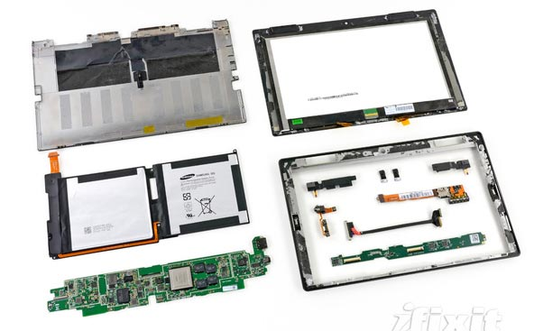 Démontage d'une tablette Microsoft Surface RT